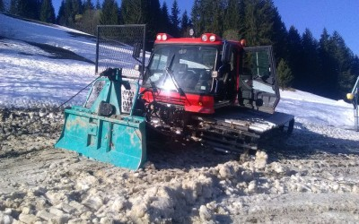 Débardage sur neige ( en zones humides ) avec dameuse Kassbohrer